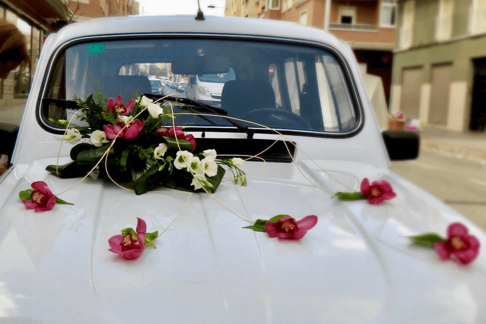 Coche Nupcial Vintage con Flores