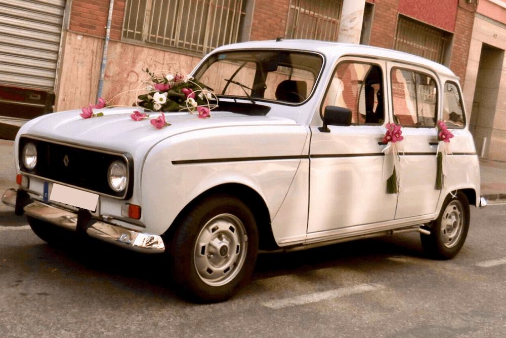 Decoración Floral en Coche Vintage